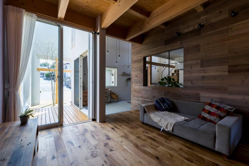 Uji House ラスティックデザインの リビング の ALTS DESIGN OFFICE ラスティック 木 木目調