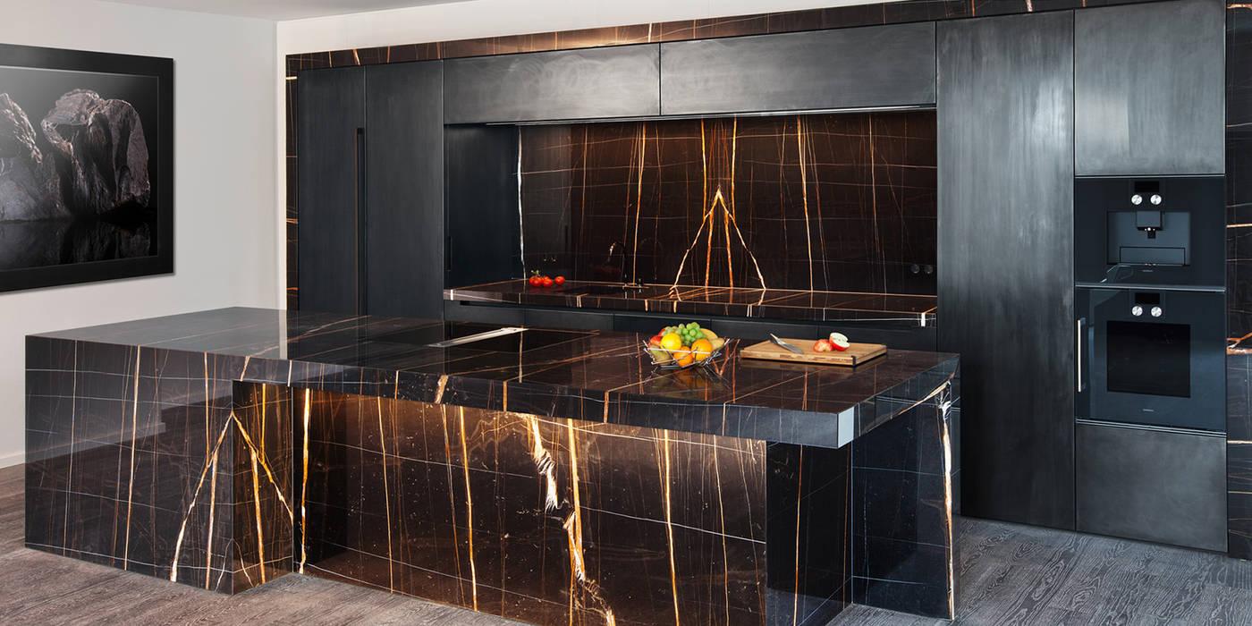 luxuriöse küche aus sahara noir marmor: küche von huber naturstein
