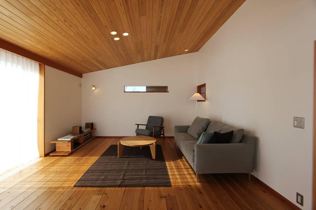 リビング: 藤松建築設計室が手掛けたリビングルームです。