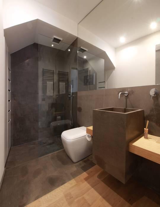 Phòng tắm phong cách tối giản bởi studioSAL_14 Tối giản Đá hoa