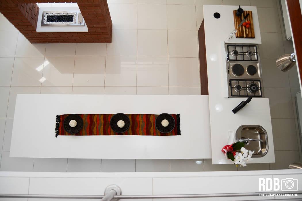 Ergo Designer Kitchens & Cabinetry Modern Kitchen Quartz White