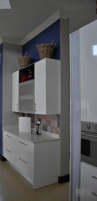 Kitchen by Ergo Designer Kitchens and Cabinetry, Modern MDF