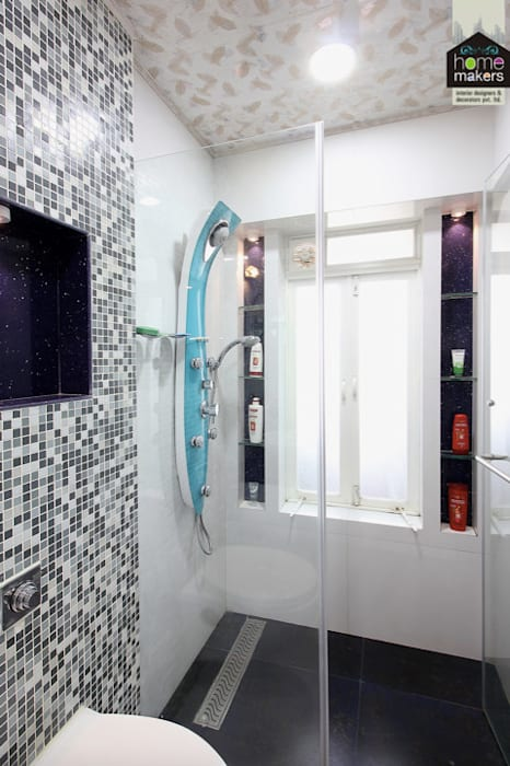 Daughter's Washroom 2:  Bathroom by home makers interior designers & decorators pvt. ltd.