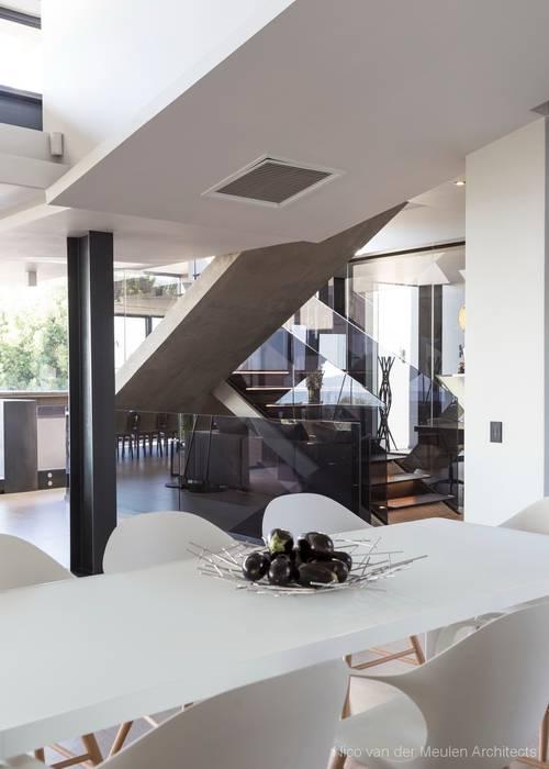 Concrete House Modern Corridor, Hallway and Staircase by Nico Van Der Meulen Architects Modern