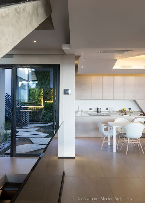 Concrete House by Nico Van Der Meulen Architects Modern