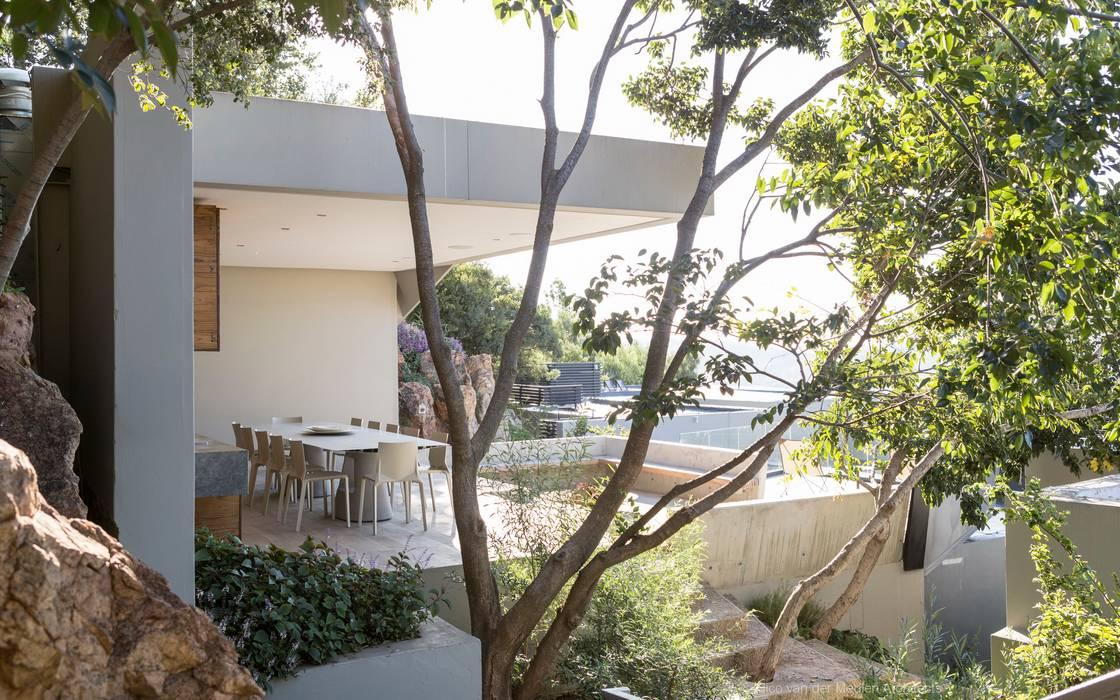 Concrete House Modern garden by Nico Van Der Meulen Architects Modern