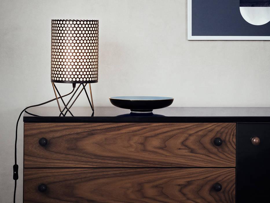 Lampada Pedrera by Gubi: Soggiorno in stile in stile Moderno di MOHD - Mollura Home and Design