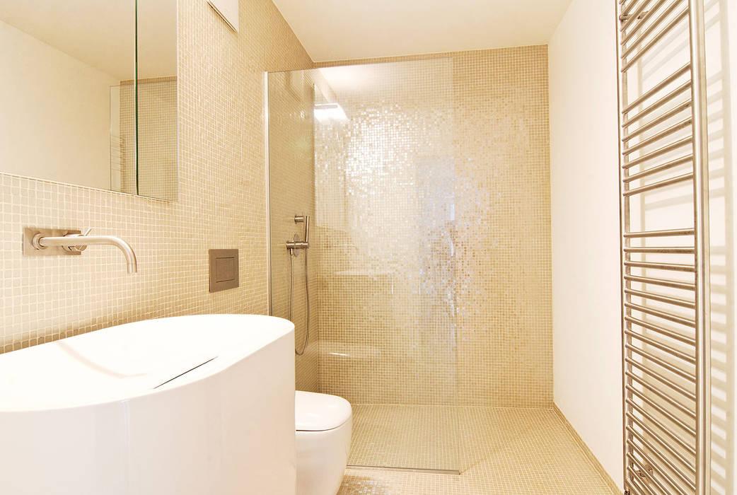 WSM ARCHITEKTEN Country style bathrooms
