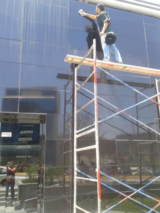 Limpieza de vidrios:  de estilo  por PLANET PEOPLE