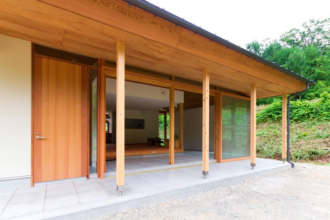 Nhà phong cách Bắc Âu bởi エイチ・アンド一級建築士事務所 H& Architects & Associates Bắc Âu Gỗ Wood effect