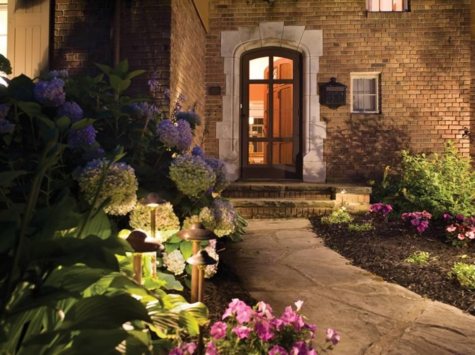 Light Up The Entrance Modern houses by Simran Kohli Modern