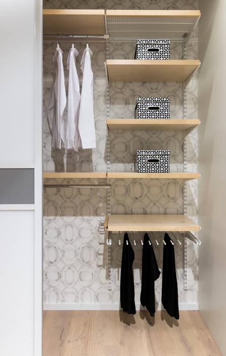 Dormitorios de estilo  de Elfa Deutschland GmbH, Escandinavo Madera Acabado en madera
