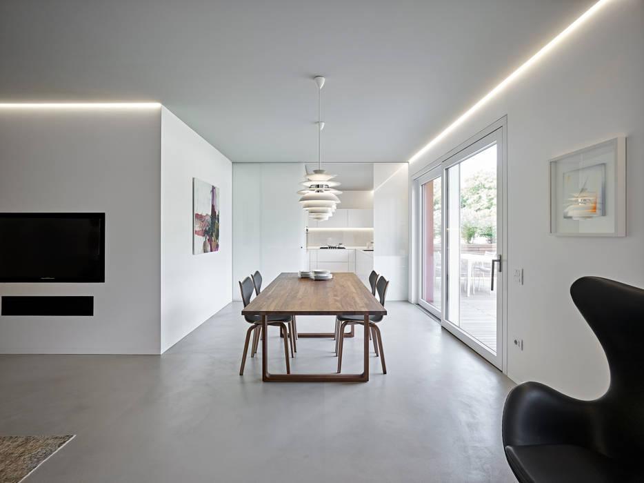 appartamento CW: Sala da pranzo in stile  di Burnazzi  Feltrin  Architects, Minimalista