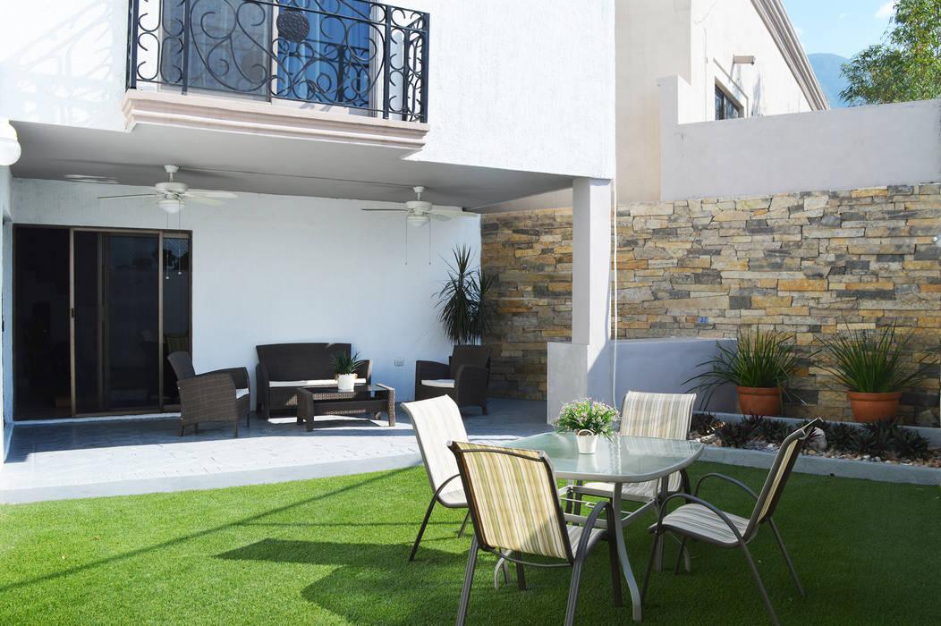 Balcones y terrazas de estilo mediterráneo de Superficie Actual Mediterráneo Piedra
