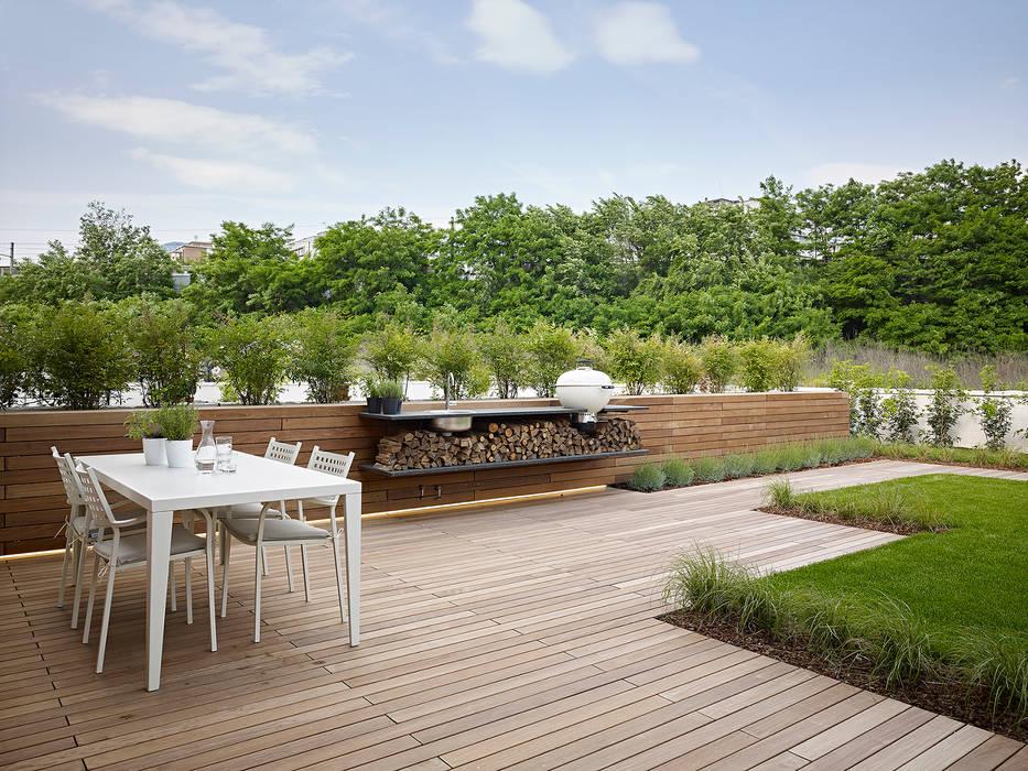 appartamento CW Garage/Rimessa minimalista di Burnazzi Feltrin Architects Minimalista