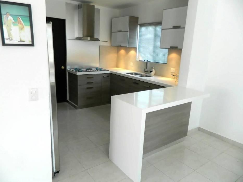 Modern style kitchen by Cocinas Grand Modern Quartz