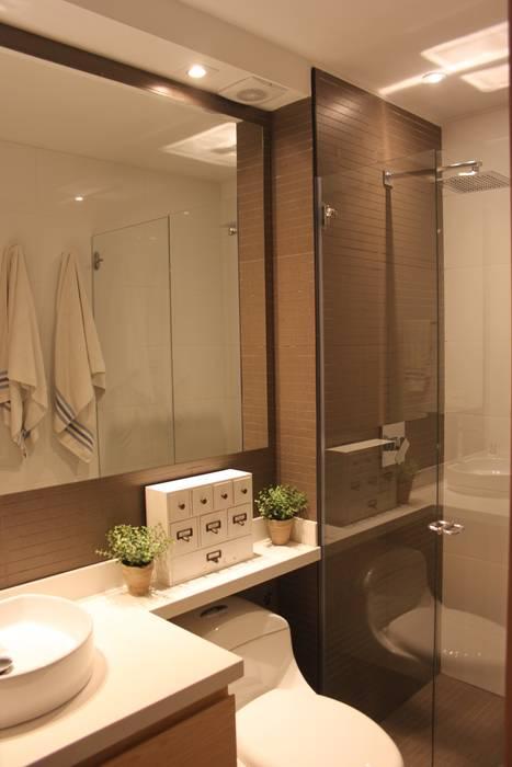 Baños de estilo  por Home Reface - Diseño Interior CDMX