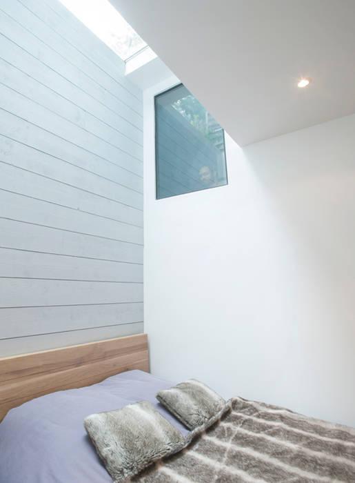 Chambre en sous-sol: Chambre de style de style Moderne par Olivier Olindo Architecte