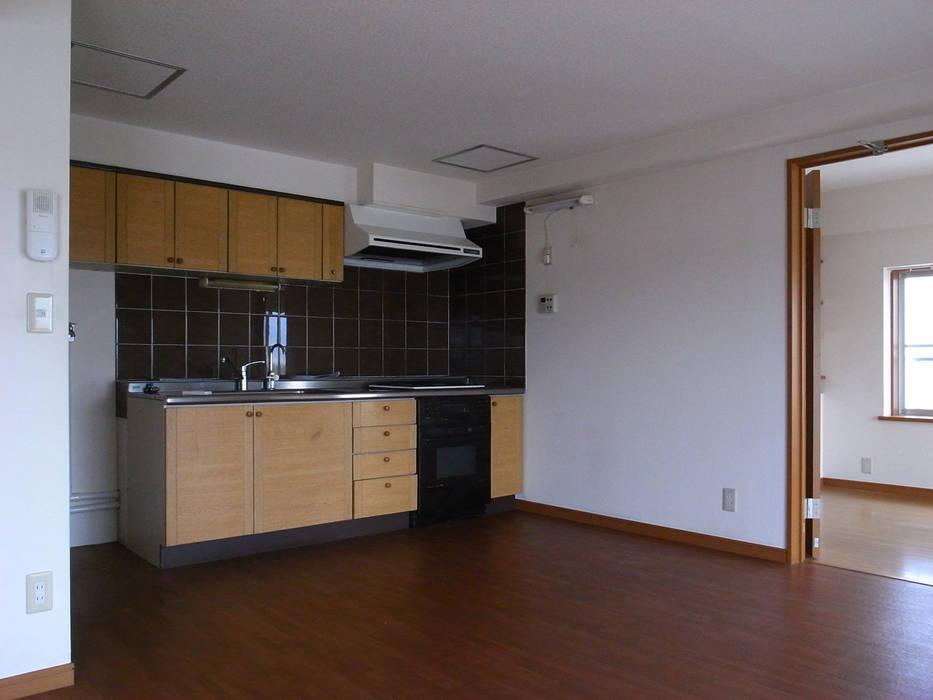 Minimalist kitchen by 本城洋一建築設計事務所 Minimalist Wood Wood effect