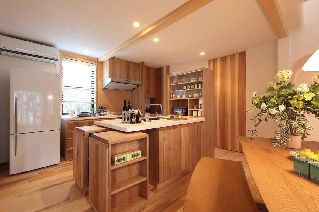 可動式収納付オリジナルアイランドキッチン(KURIYA) 四季の住まい株式会社 オリジナルデザインの キッチン 無垢材