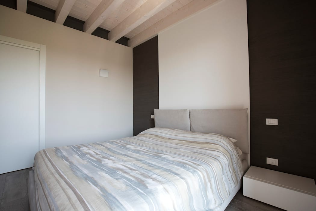 Una abitazione dai colori caldi: camera da letto in stile di hp ...