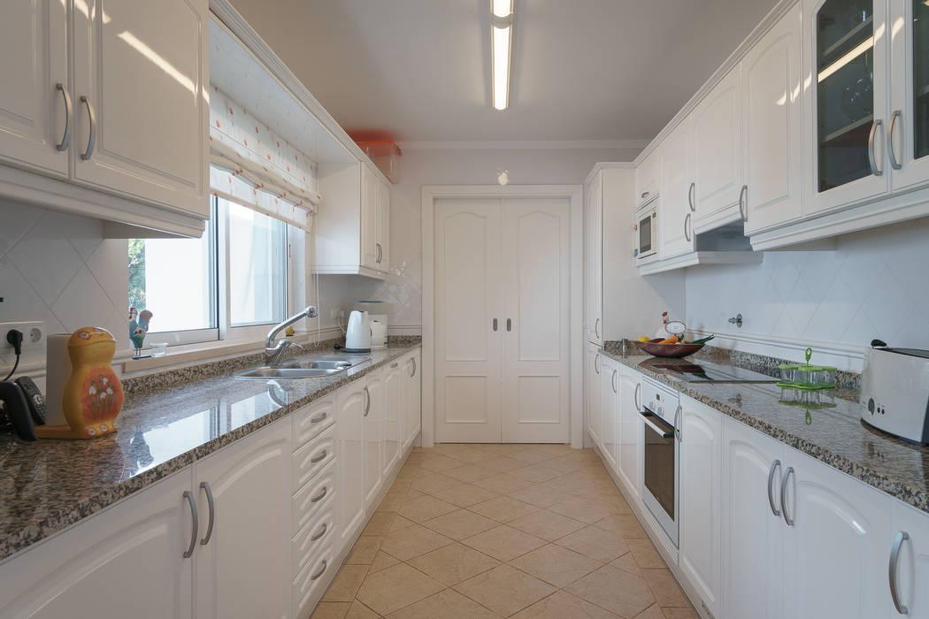 Kitchen by Zenaida Lima Fotografia , Classic