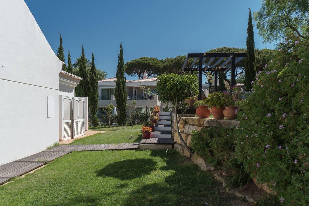 Garden by Zenaida Lima Fotografia , Classic