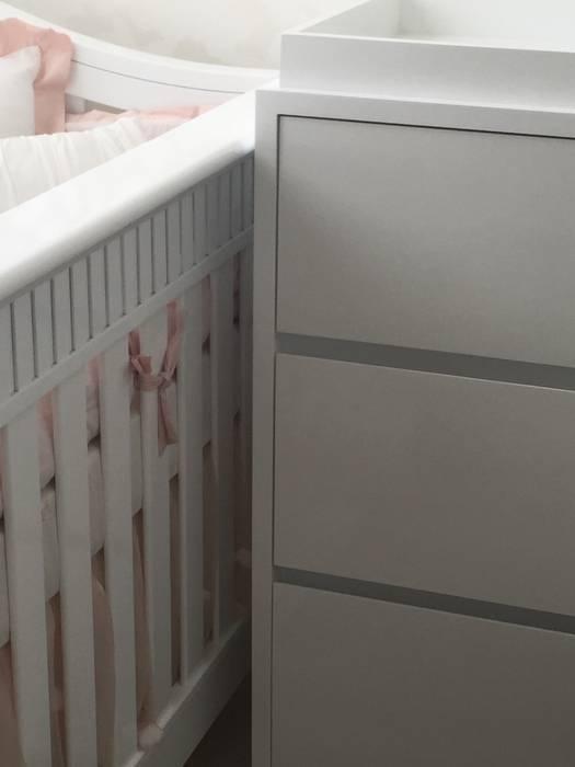 Moderne Kinderzimmer von Monica Saravia Modern