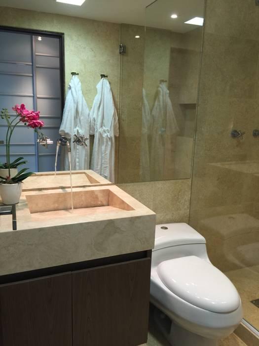 Un baño fabuloso Baños de estilo moderno de Monica Saravia Moderno Mármol