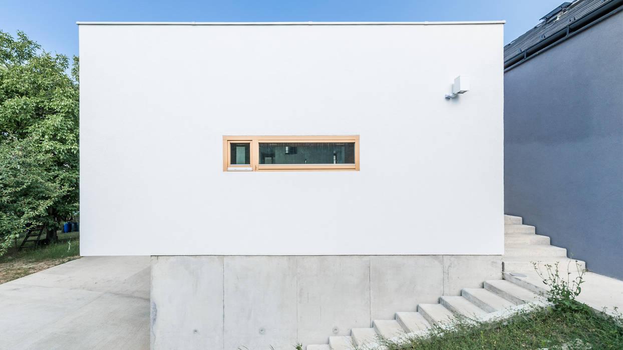The Black & White House Földes Architects Rumah Minimalis