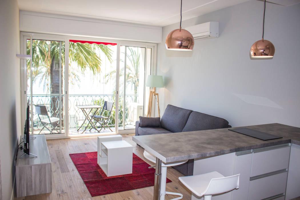 Studio Promenade des Anglais: Salon de style  par Blue Interior Design