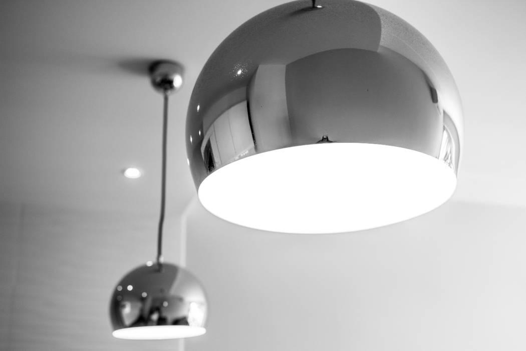 Studio Promenade des Anglais: Cuisine de style  par Blue Interior Design