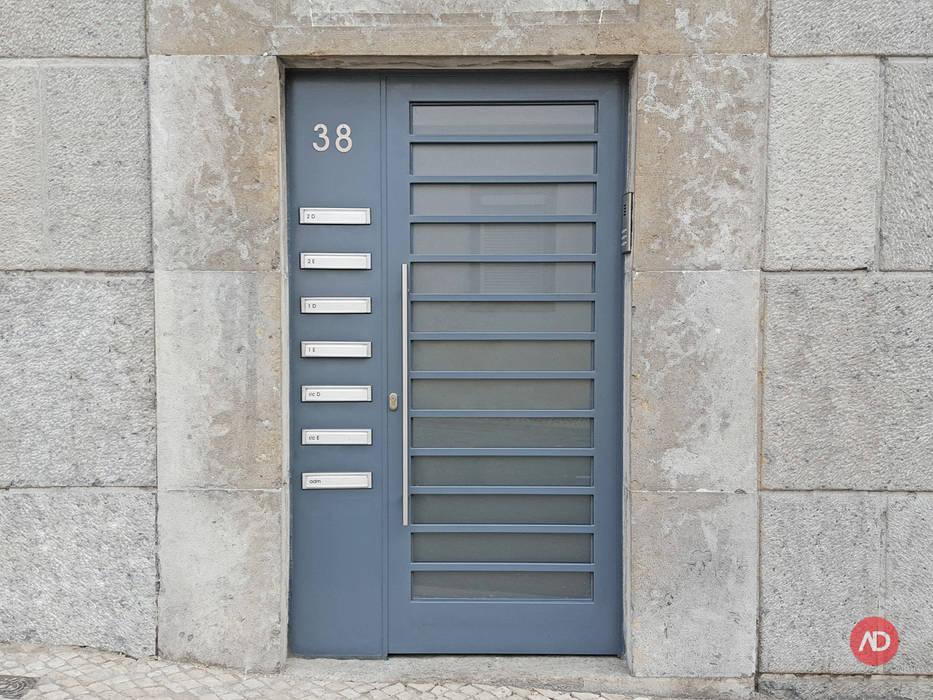 Remodelação Prédio: Casas  por ARCHDESIGN | LX