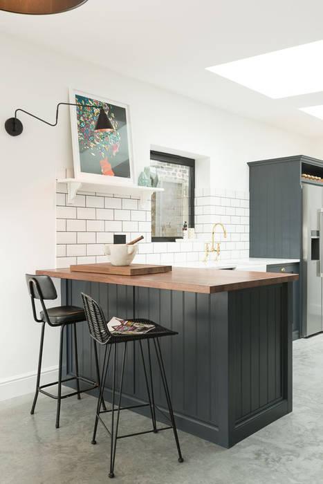 The East Dulwich Kitchen by deVOL Cocinas de estilo clásico de deVOL Kitchens Clásico Madera Acabado en madera