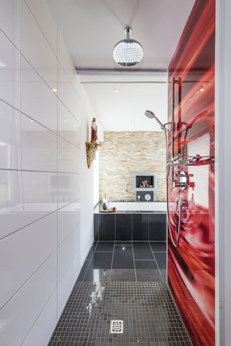 Salle de bain moderne par KitzlingerHaus GmbH & Co. KG Moderne