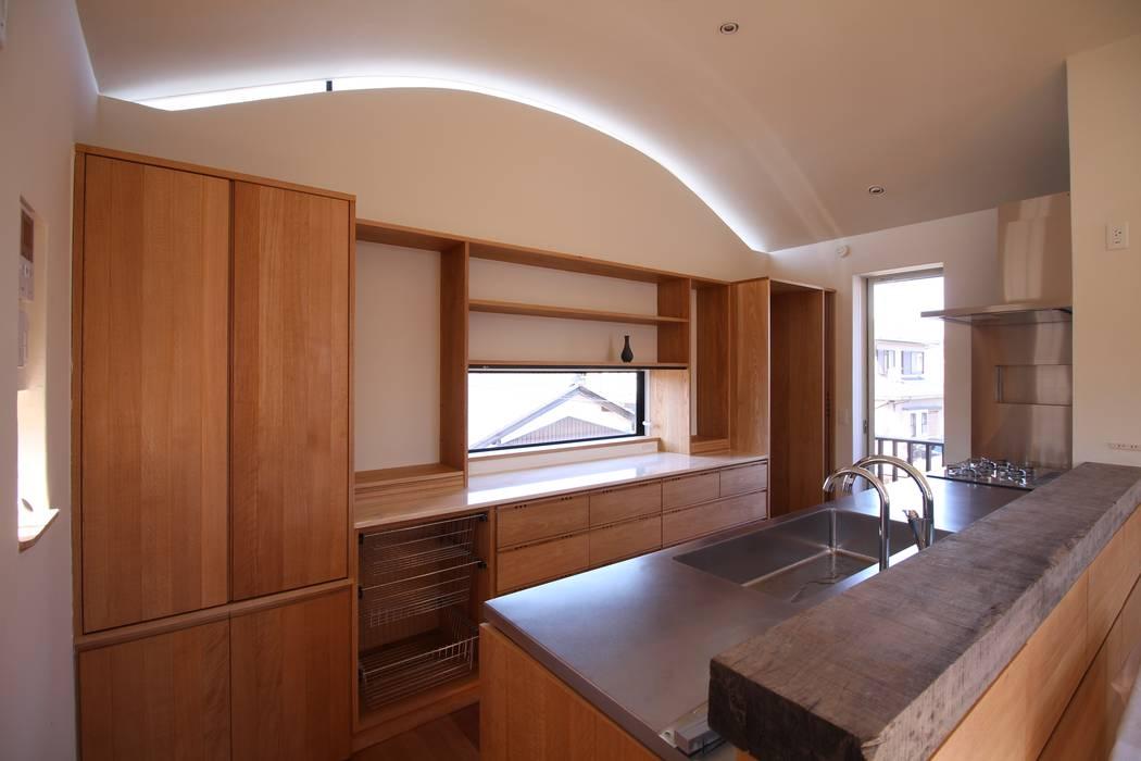Cozinhas  por Mimasis Design/ミメイシス デザイン, Eclético Madeira Acabamento em madeira