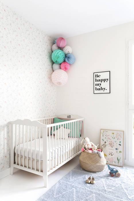 Chambre de bébé: Chambre d'enfant de style  par CLAIRE CLERC DECORATION INTERIEURE