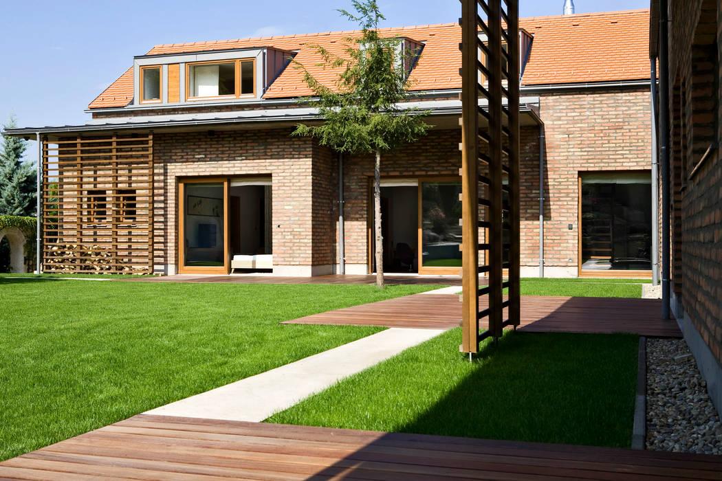 The L House Földes Architects Rumah Klasik