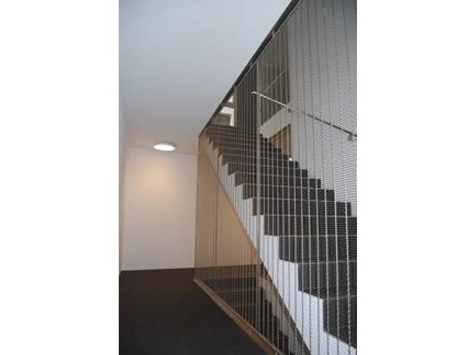 SCALA INTERNA MELIDE - Blocco scale: Ingresso & Corridoio in stile  di Tessitura Tele Metalliche Rossi