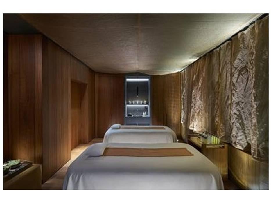 MANDARIN ORIENTAL HOTEL - Tendaggi: Pareti in stile  di Tessitura Tele Metalliche Rossi
