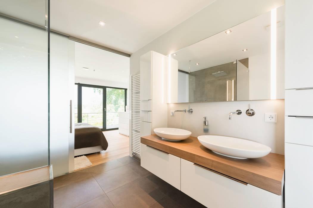 En suite Bad Moderne Badezimmer von Hellmers P2 | Architektur & Projekte Modern
