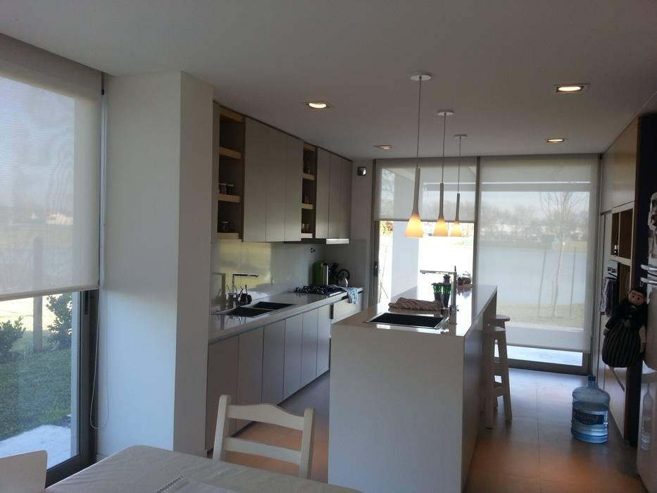 Moderne Küchen von estudio 44 Modern