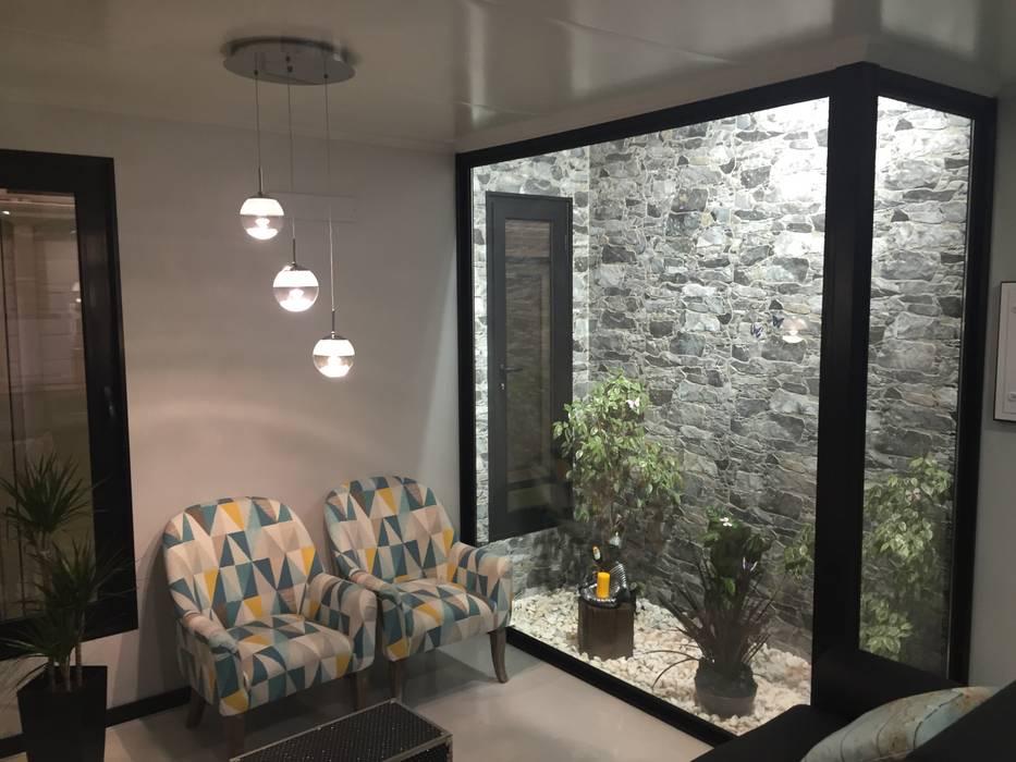 Casa Modelo Arade com jardim Interior: Salas de estar  por KITUR,Minimalista