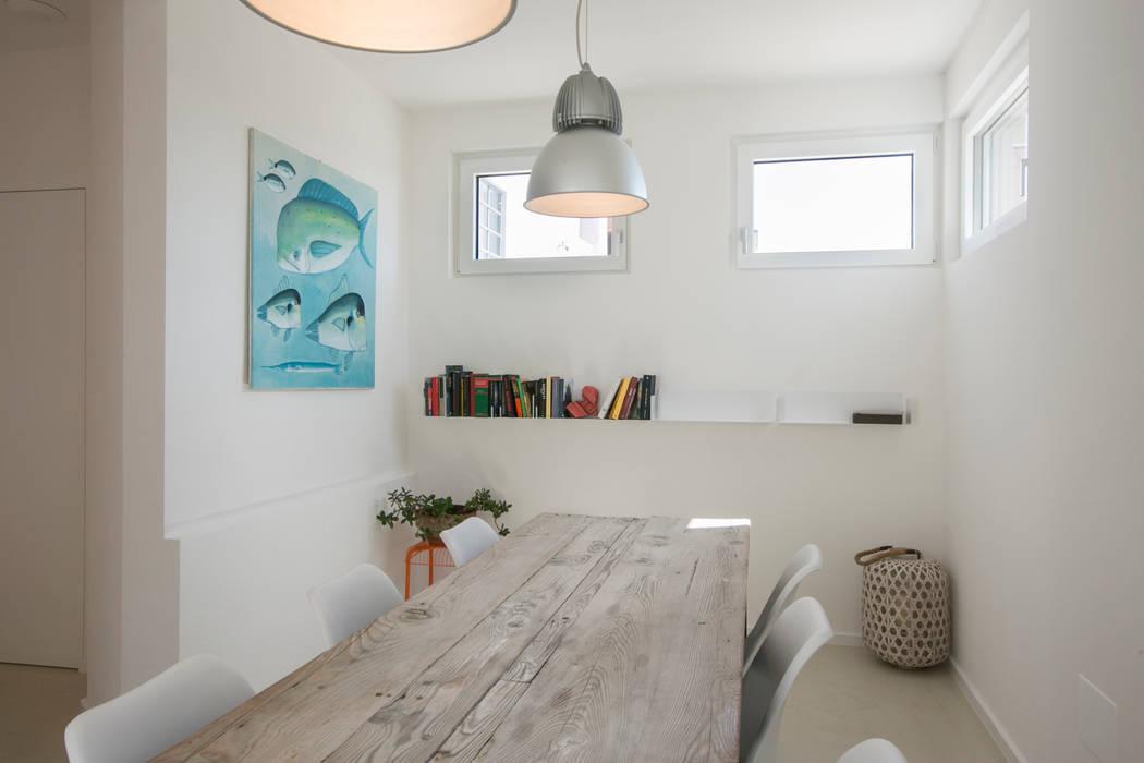 Mediterranean style dining room by mc2 architettura Mediterranean