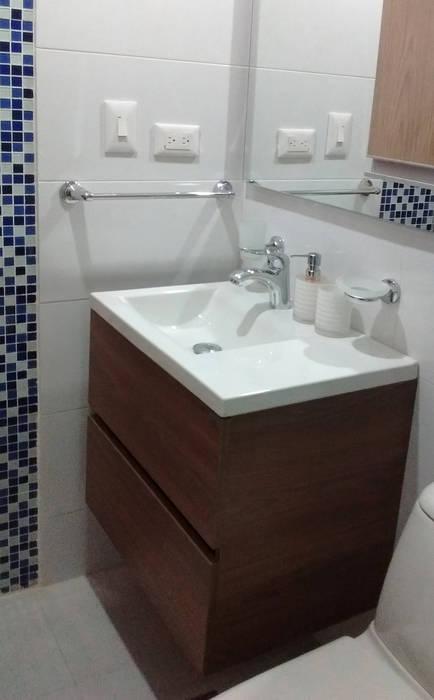 Baño auxiliar: Baños de estilo  por Remodelar Proyectos Integrales, Moderno Tablero DM