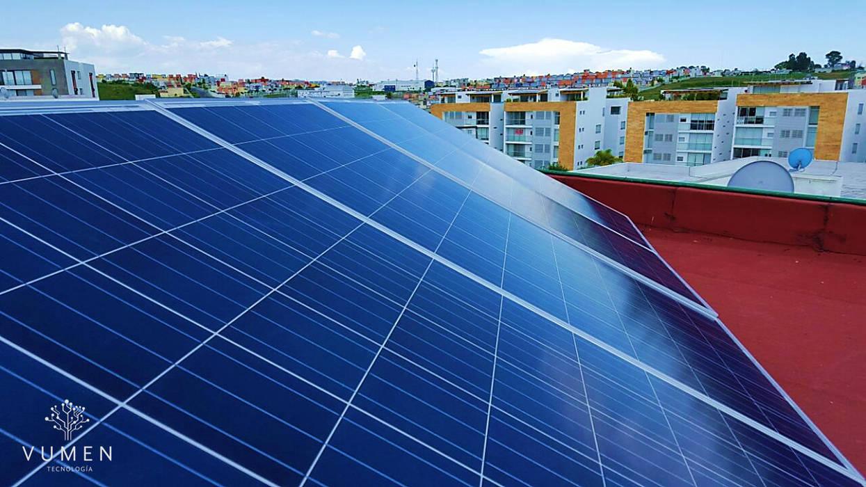 Paneles solares Casas de estilo industrial de Vumen Industrial