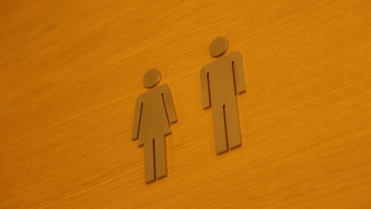 WC: Salle de bains de style  par BE-DESIGNER