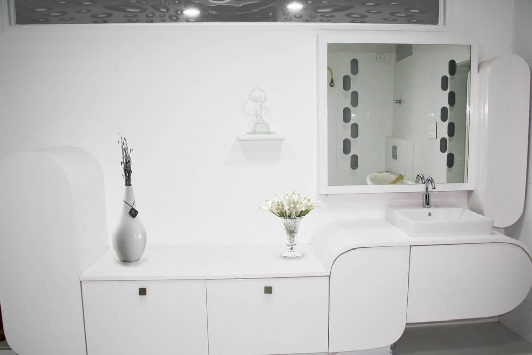 TEJA RESIDENCE:  Bedroom by Rubenius Interiors