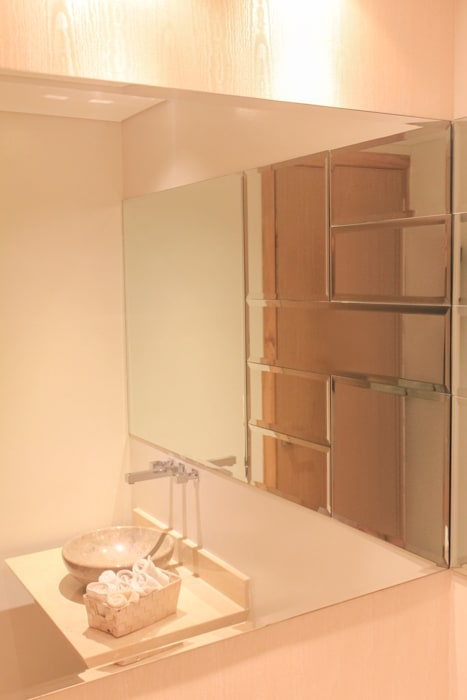Acento en baño social: Baños de estilo  por Monica Saravia,