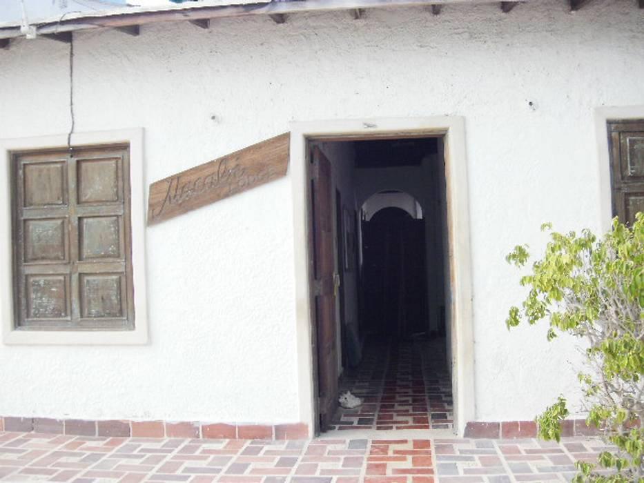 POSADA MACABI EXTERIOR: Casas de estilo  por DIBUPROY, Mediterráneo